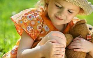 Почему у ребенка могут болеть колени и как это лечить?